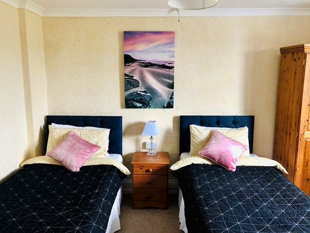 Room 8 - lovely twin bed